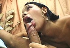 morena safada com a rola na boca