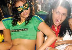 mulheres fazendo cara de safada no salao