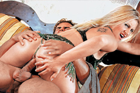 Loiraça gostosa Neny libera o rabo vestida de odalisca